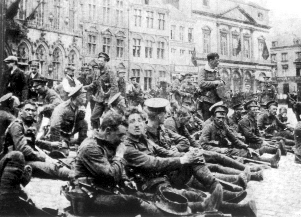 Soldiers in Mons Square, 1914